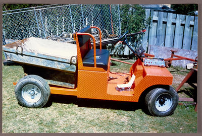 [Heron buggy with tip container side view]