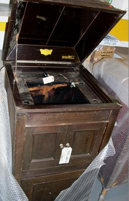 Phonograph cabinet
