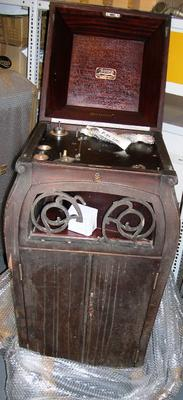 Phonograph [Sonora]