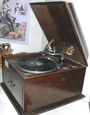 Gramophone [HMV (Model 109)]