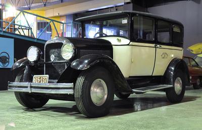 Automobile [Studebaker Dictator 6]