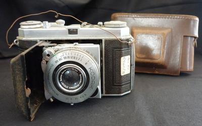 Camera [Kodak Retina 1a]