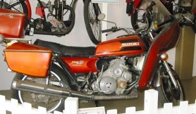Motorcycle [Suzuki RE5]