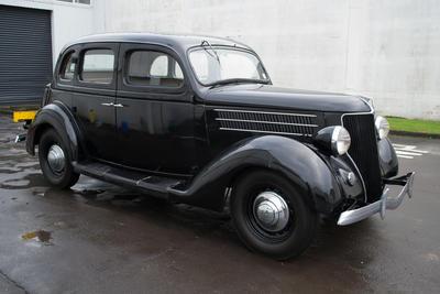 Automobile [Ford V8 Sedan]
